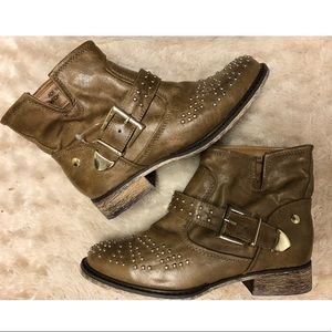 Tan ankle studded boots with buckle